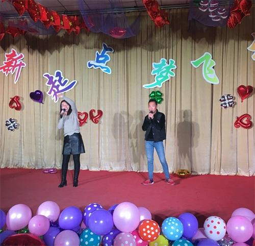 冯哲老师、刘东旭同学演唱歌曲《风吹麦浪》