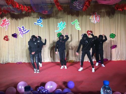 18级电气五年高职班同学表演舞蹈《隔壁泰山》